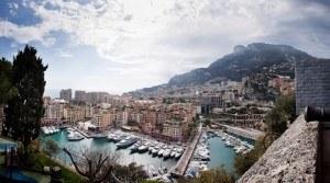 Die Cote d'Azur lockt mit azurblauem Meer und wunderschönen malerischen Dörfchen und Städten