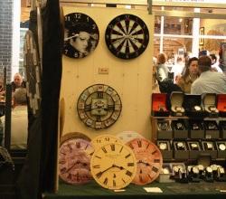 Marktstand mit Uhren