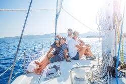 Familie auf einer Yacht