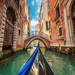 Gondelfahrt durch die Kanäle von Venedig