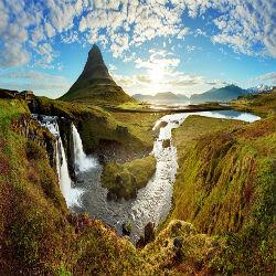 Island Berge, Fluss und Wiesen