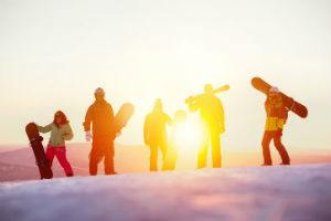 familie-beim-wintersport